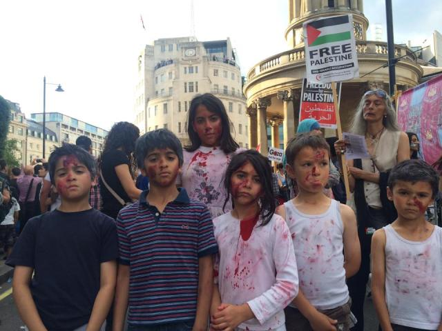 Thousands attend a demonstration outside BBC Broadcasting House, 15/07/14, ht. Palestine Solidarity Campaign UK